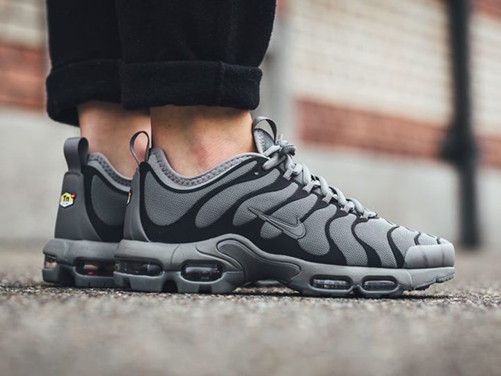 Nike WMNS Air Max Plus Ultra 'Dark Grey'