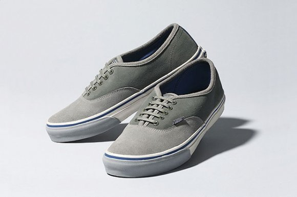 Deluxe x Vans Authentic