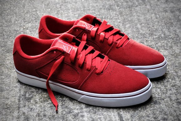 éS Square Two - Red Suede