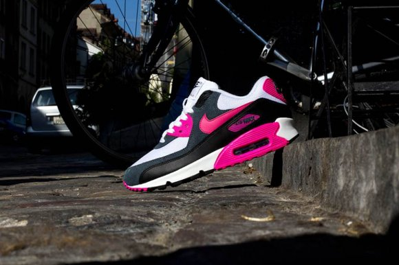 official photos bfd66 0be0b Nike Wmns Air Max 90 Essential ...