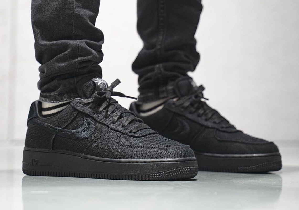 Zapowiadane Stüssy x Nike Air Force 1 Low 'Black' Oraz 'Fossil Stone' On Feet